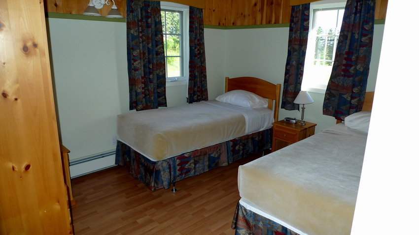 Chalet Tamarack Bedroom, 2 twin beds