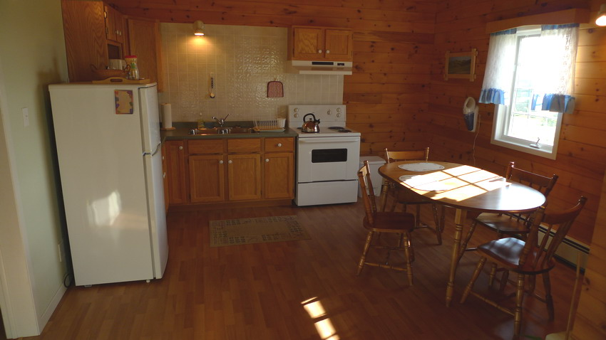 Chalet Tamarack, large kitchen, table for 6